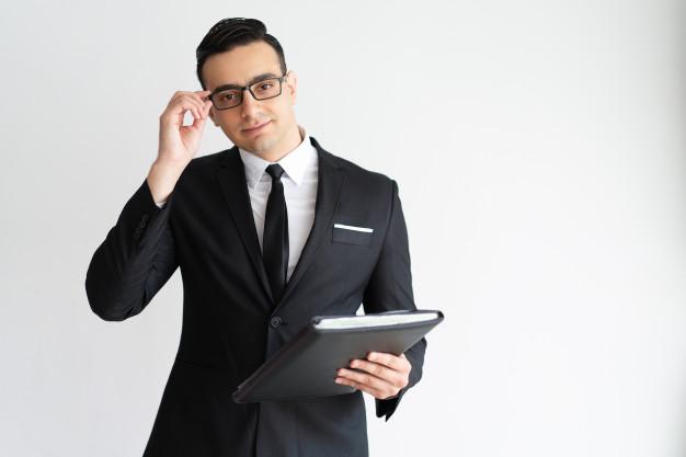 """<p style=""""text-align: justify;"""">¿Porque contratar un abogado joven?</p>"""